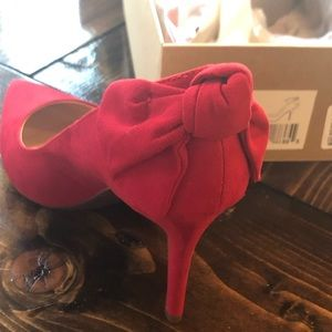 NIB Jessica Simpson Red Heels with Bow Detail